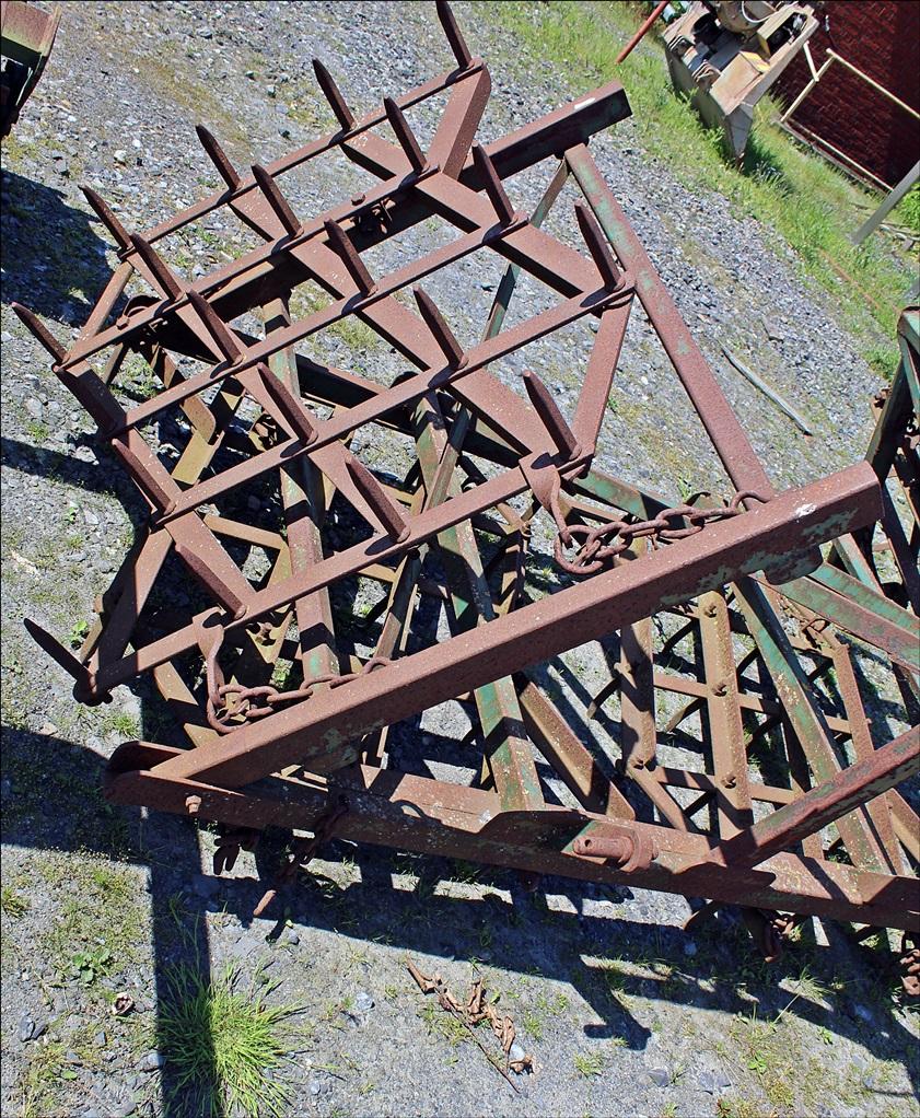 Zinkenegge in Dreipunktanbau mit 3,6 Meter Arbeitsbreite