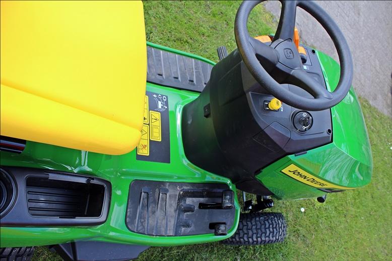 John Deere X147R Aufsitz-Rasenmäher