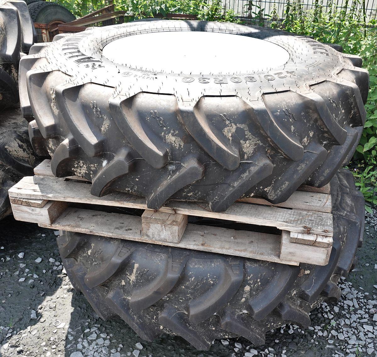 ein Paar Vorderräder Alliance Farm Pro TL 420/90 R30